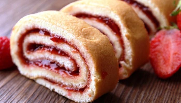 Gloria's Jam Roll Cake