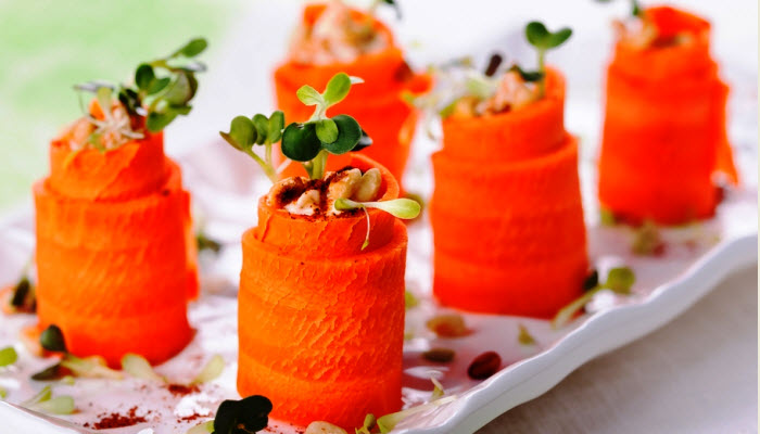 Carrot and Hummus Roll Ups