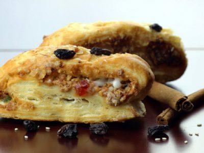 almond strudel with raisins